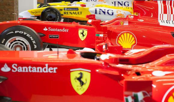 Exposición Fernando Alonsu y sus Ferrari en Madrid. Proinca Apartamentos de alquiler en Madrid
