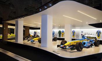 Fernbando Alonso. Exposición en Madrid. Ferrari. Proinca Apartamentos de alquielr en Madrid
