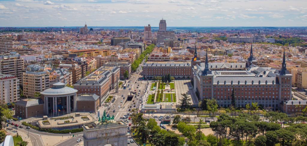 Argüelles-Moncloa es uno de los barrios más completos de la ciudad de Madrid con importantes centros de negocio y edificios residenciales
